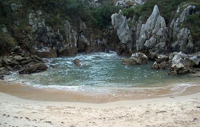 Playa de gulpiyuri en llanes asturias for Piscinas asturias