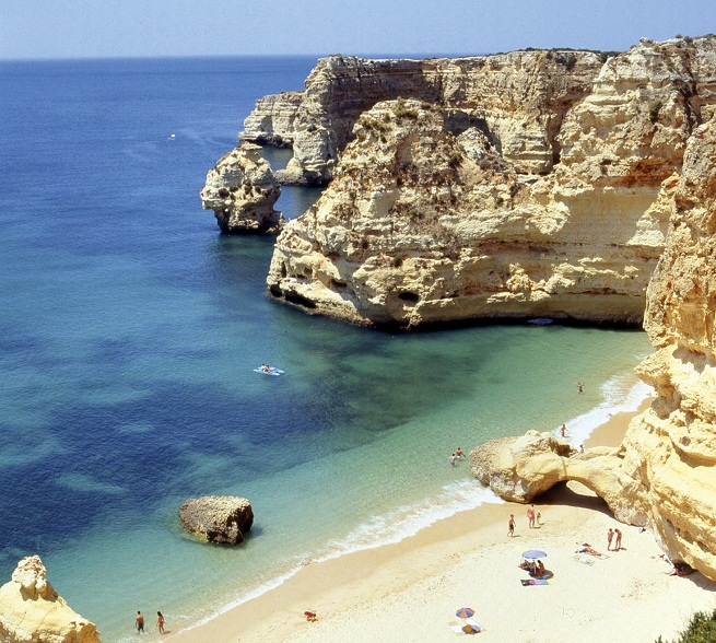 La Playa De Alvor En Portugal