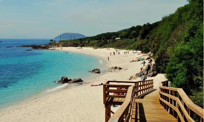 http://playascalas.com/wp-content/2011/12/playa-area-dos-cans-en-la-isla-de-ons-galicia.jpg