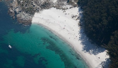 Aguas-cristalinas-en-Playa-Figueiras-Islas-Cies