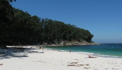 Aguas cristalinas en Playa Figueiras, Islas Cies1
