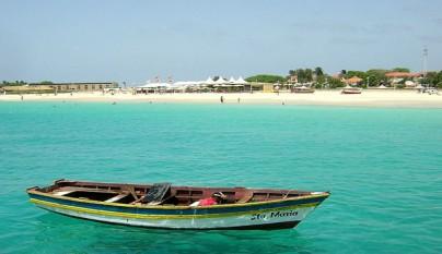 https://playascalas.com/wp-content/2012/09/Las-paradisiacas-playas-de-Cabo-Verde5-404x233.jpg