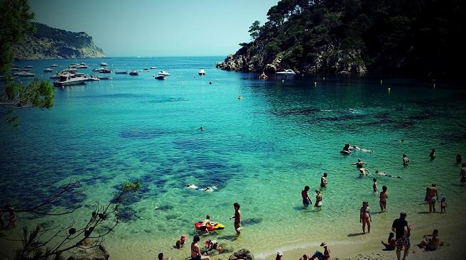 Ya no me puedo bañar tranquilo La-Playa-de-Aiguablava-en-Begur1