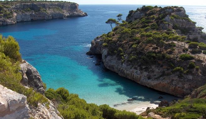 Caló Des Moro Una Playa Familiar En Un Entorno Paradisíaco