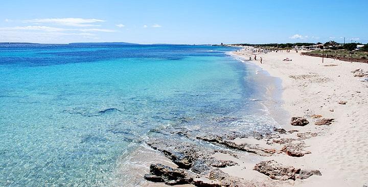 playa de los famosos en Ibiza1