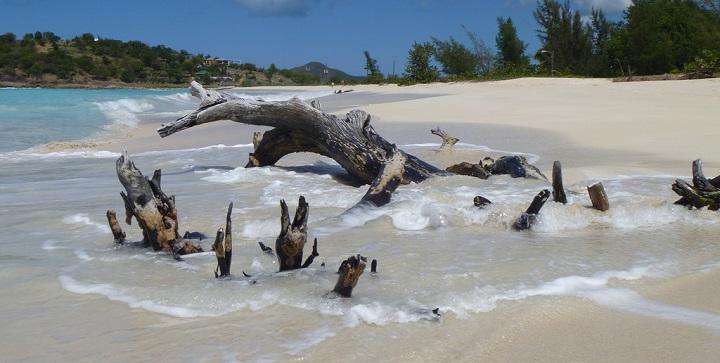 Ffryes Beach Antigua1