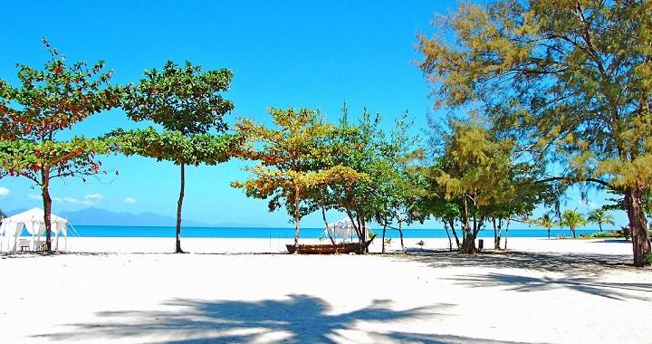 Resultado de imagen para Playa de Tanjung Rhu en Malasia.