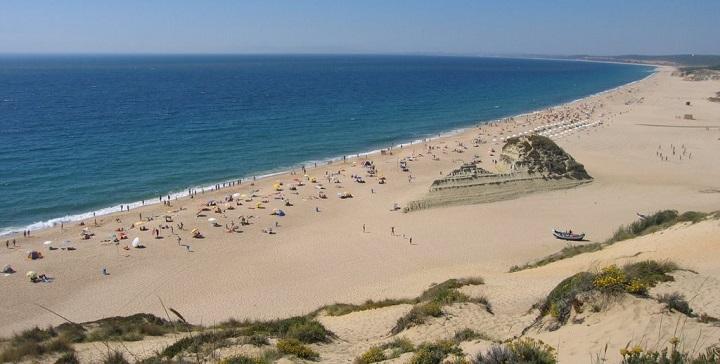 Resultado de imagen para playas nudistas en portugal