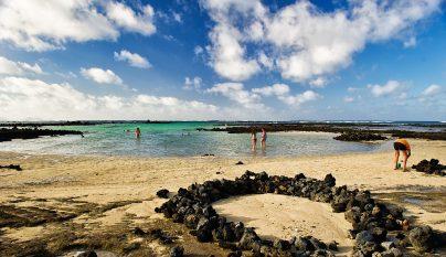 Los caletones piscinas naturales de arena blanca en lanzarote - Piscinas 7 islas ...