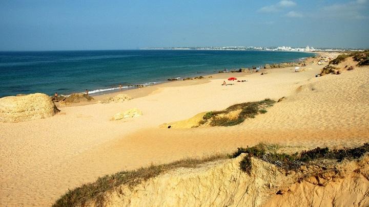 Praia-Grande-de-Pera-foto1