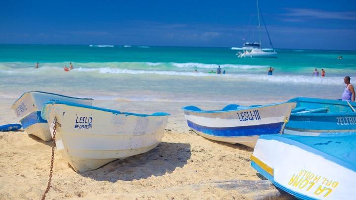 Macao-Beach-barcas