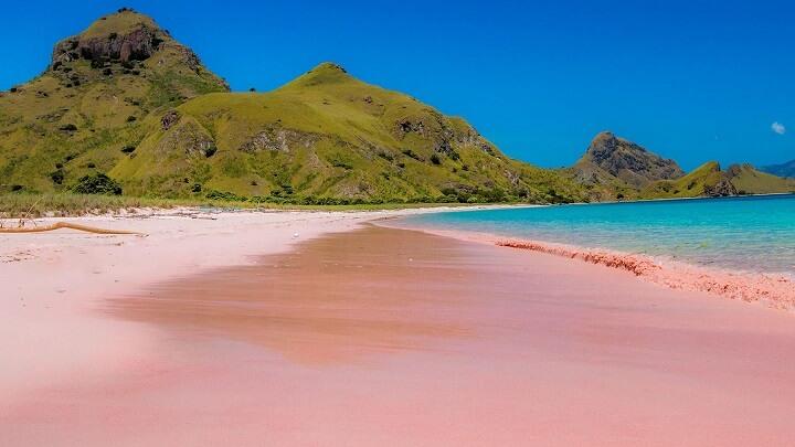Pantai-Merah-Komodo