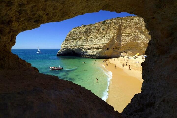 Praia-do-Carvalho-ventana