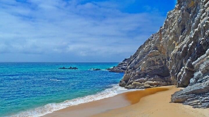Praia-da-Adraga-orilla
