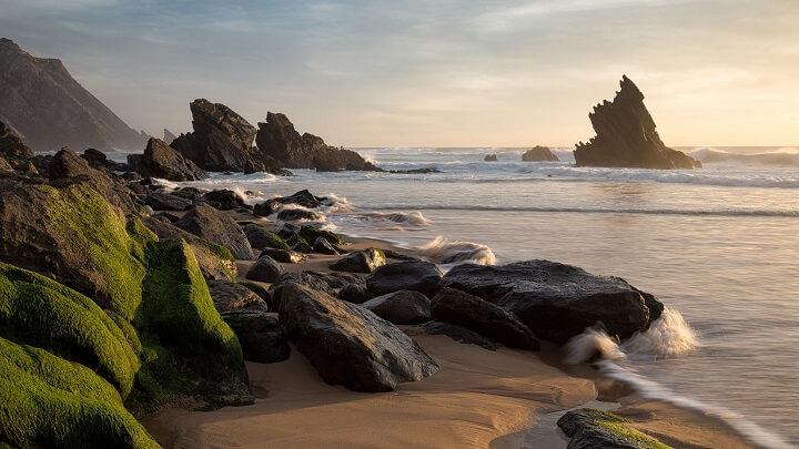 Praia-da-Adraga-rocas