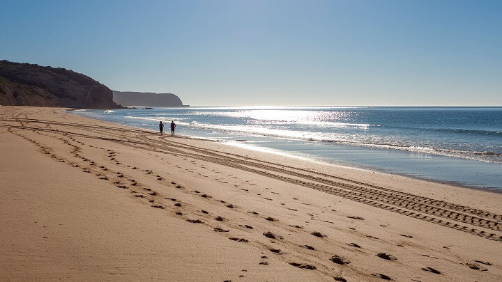 Praia-Salema-orilla