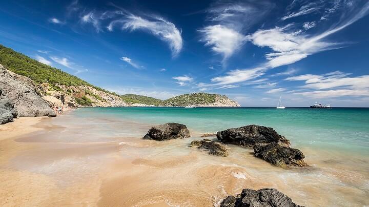 playa-Aigues-Blanques-Ibiza