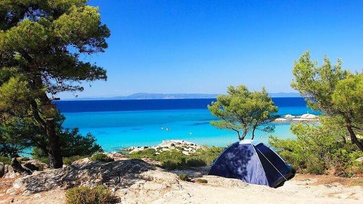 acampada-playa-aguas-cristalinas