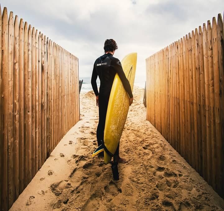 surfista-con-su-tabla